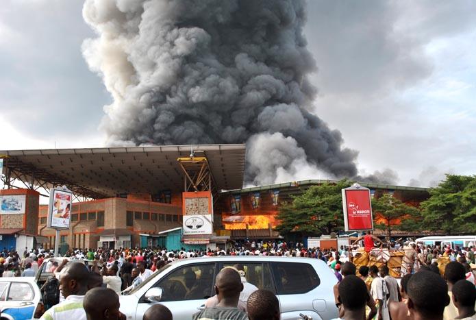 Le marché central de Bujumbura en fumée  ©Iwacu