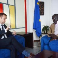 L'ambassadeur Patrick Spirlet au cour de son entretien avec Antoine Kaburahe ©Iwacu