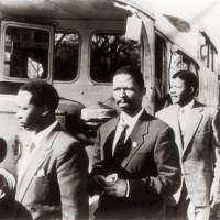 Arrestation de huit leaders de l'ANC a Rivonia, dont Mandela, en 1963 ©U.Schadeberg