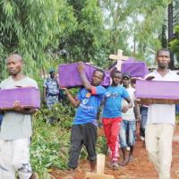 Vers 17h de ce lundi 10 février, début des inhumations dans un espace situé dans la zone Maramvya, commune Mutimbuzi ©Iwacu