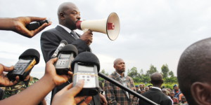 Dans la courte allocution faite après l'inhumation, le président Nkurunziza a appelé tous les Burundais à soutenir les victimes des inondations de ce 9 février 2014 ©Iwacu