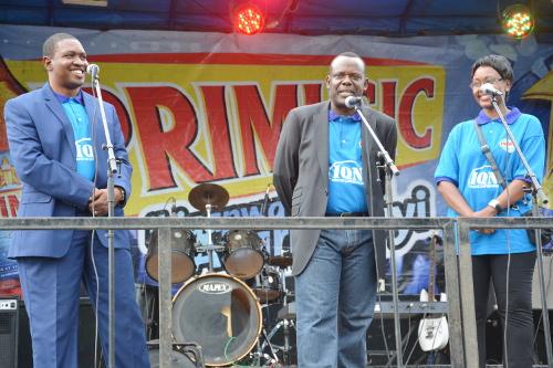 De gauche à droite : ambassadeur Gnl Godefroid Niyombare (1er vice-président de IQN), Sion Nikobiri, dit Siyoni (président de IQN) et Mireille Niyonzima (2ème vice présidente) ©Iwacu