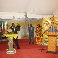 L'ADG de la Brarudi a remercié le 2ème vice-président de la République pour la taxation avantageuse accordée aux bières produites à base de matières premières locales ©Iwacu
