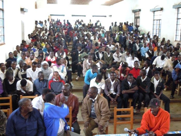 Les élèves du Lycée Gitega dans la salle  ©Iwacu