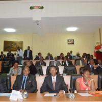 Les cinq nouveaux ministres dans l'hémicycle de Kigobe ©Iwacu