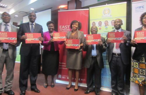 Les officiels participants à la rencontre sur la carte de pointage, à Arusha ©Iwacu
