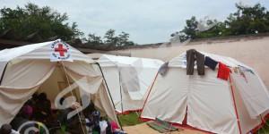 Mercredi, 12 février 2014 - La Croix Rouge du Burundi a installé des tentes à l'hôpital dit Roi Khaled et les victimes de l'inondation y sont soignées parce que la capacité d'accueil a été dépassée. ©O.N/Iwacu