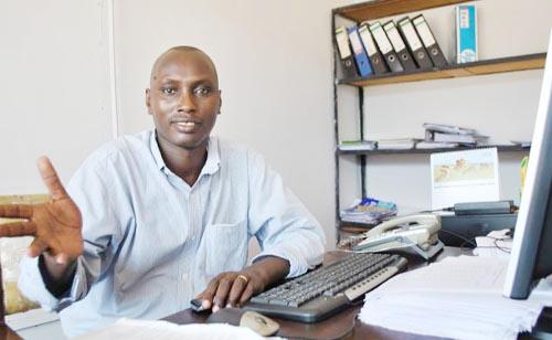 Richard Hatungimana, secrétaire général adjoint du Sytrapo : « Le bilan financier pour l'exercice 2013 est insignifiant. » 105 000 tonnes seulement qui ont transité par le port pour l'année 2013 alors que les prévisions étaient estimées à 230 mille Tonnes ©Iwacu