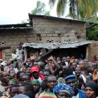 Mercredi, 12 février 2014 - La population sinistrée de Buterere dénonce la tricherie dans l'octroi d'aide.  ©R.N/Iwacu