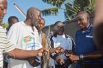 Le commissaire de la région ouest reçoit les armes ©O.N/Iwacu
