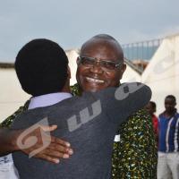 Bamvuginyumvira salut les siens à la maison
