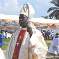 Georges Bizimana, évêque coadjuteur de Bubanza, la crosse dans sa main ©Iwacu
