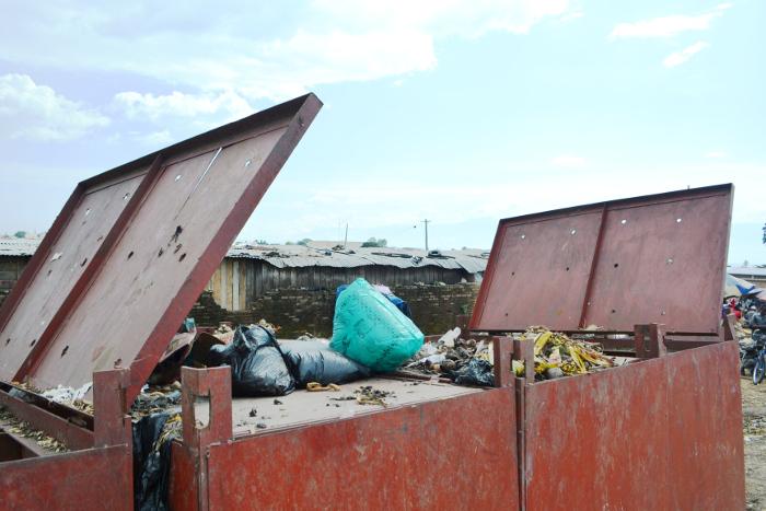 Un des bacs à déchets au marché de Jabe ©Iwacu
