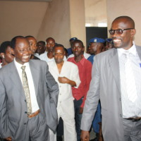Après la confrontation entre le president de l'ADC Ikibiri avec des représentants du Cndd-Fdd, des Imbonerakure et ceux de la Rema FM devant le substitut du procureur ©D.N/Iwacu