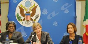 De gauche à droite : l'ambassadeur Linda Thomas-Greenfield, du Bureau des Affaires Africaines au Secrétariat d'État, l'ambassadeur Samantha Power, représentante permanente des États-Unis au Nations Unies et l'ambassadeur Dawn Liberi