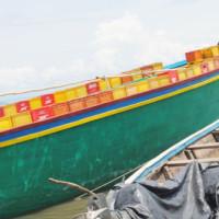 Des bateaux remplis des produits Brarudi  exportés vers la Tanzanie et la R.D.C  à partir du port de Rumonge ©Iwacu