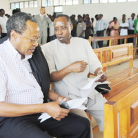 Léonce Ngendakumana avec Me Francois Nyamoya ©Iwacu