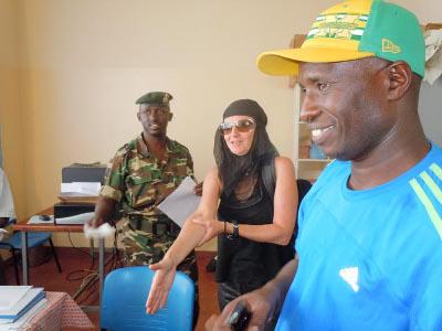 Mat Tous et Sylvestre Ndayizeye à l'hôpital de Ngozi ©Iwacu