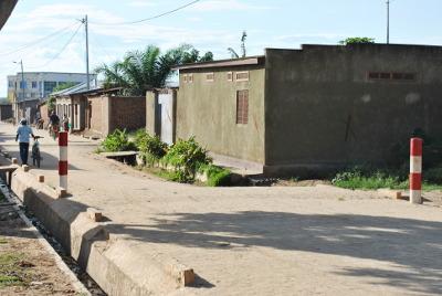 20ème avenue du quartier Bubanza en commune urbaine de Kinama où une partie de la route n'a pas été pavée ©Iwacu