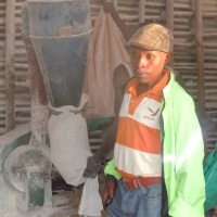 Melthus Ndayisenga , le chef de colline Birohe: «  Est-ce que les poteaux électriques doivent être toujours sur une ligne droite ? » ©Iwacu