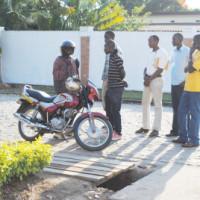 Une altercation entre le motard et les agents de sécurité qui a failli dégénérer ©Iwacu