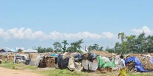 Vue partielle des huttes des déplacés dans le quartier de Carama dans la commune de Kinama ©Iwacu