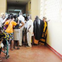 Attroupement à la Clinique Prince Louis Rwagasore ©Iwacu