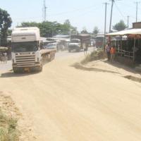 Certaines routes sont inappropriées pour les poids lourds ©Iwacu
