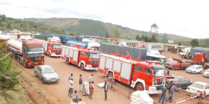 Cortège de camions made in China au poste frontalier de Kobero (Muyinga) ©Iwacu