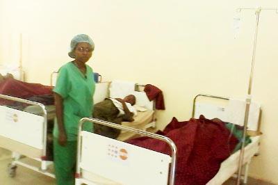 Dr Toyota Vestine Niyonsenga rend visite à ses patientes ©Iwacu