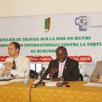 Me Armel Niyongere, président de l'ACAT-Burundi, entouré des représentants du CCPR et de la FIACAT ©Iwacu