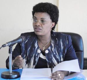 Pour Odette Kayitesi, ministre de l'Agriculture et de l'élevage, le fonds additionnel permettra au PAIVA-B de mener à bon port ses activités ©Iwacu