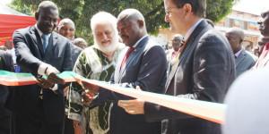 Le président Pierre Nkurunziza entouré du père Claudio Marano, d'Ismaila Mbengue, représentant du FNUAP et de Xavier Michon, directeur pays Pnud ©Iwacu
