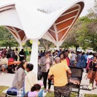 -Vue partielle des participants au barbecue organisé dans le parc Vincent Massey dans la ville d'Ottawa dans l'Etat de l'Ontario.