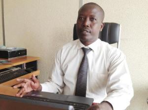 Anselme Kabura, chargé du service réglementation et agrément des banques au service de la supervision bancaire ©Iwacu