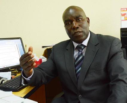 Ancien conseiller principal dans la Direction Afrique Centrale au sein de la BAD, Boaz Nimpe est titulaire d'une maîtrise en Finances Publiques (Japon), diplômé en Études Spécialisées en Économie Internationale et Développement (Belgique) et de l'École Nationale des Impôts (ENI, France) ©Iwacu