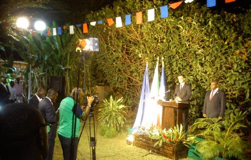 """Citant François Hollande, M. van Rossum a par ailleurs salué """"l'engagement exemplaire des troupes burundaises en Somalie et en République centrafricaine, qui font un travail remarquable qui force l'admiration et la reconnaissance"""" de son pays. ©Iwacu"""