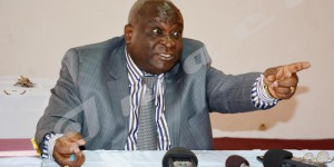 """Mardi, 29 juillet 2014 - """"Loin de moi la division du parti de Melchior Ndadaye"""", déclare Domitien Ndayizeye, ancien président de la République après la mesure de le suspendre du Frodebu  ©E.N/Iwacu"""