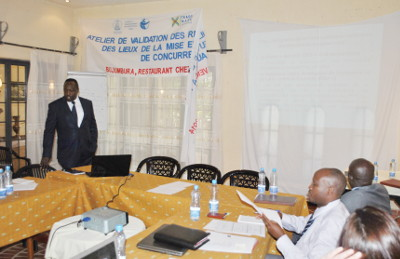 Dr Jean Marie Barambona, lors de son exposé ©Iwacu
