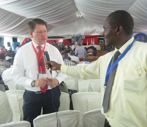 Frank Matsaert, Directeur exécutif de TMEA, donne l'interview aux journalistes ©Iwacu
