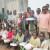 Les élèves vulnérables de l'Ecole primaire de Nyakibingo reçoivent des cahiers de la part du Centre culturel de Gitega ©Iwacu