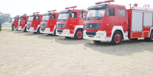 Mercredi 9 juillet 2014 - Six camions anti-incendie et 1819 pièces de tôles ondulées, le tout d'une valeur de 5 millions de dollars américains, c'est le lot de matériel que l'ambassade de la République Populaire de Chine a remis officiellement au gouvernement burundais ©P. N/Iwacu