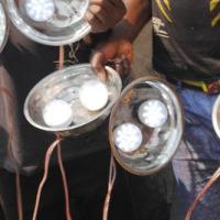 Les lampes aux ampoules qui remplacent les lampes à pétrole dans la pêche ©Iwacu