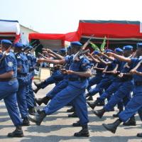 Les policiers en defile le 1er Juillet