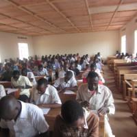 Les élèves passent l'examen ©Iwacu