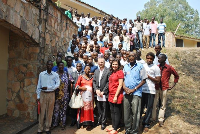 Photo de famille des futurs bénéficiaires et des professeurs