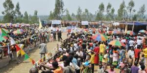 Au terrain de football de Mbogora, une foule nombreuse fête le Jubile d'or de la paroisse Sainte Marie Mère de Dieu de Mbogora ©Iwacu