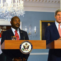 Le president Pierre Nkurunziza avec le chef de la diplomatie americaine John Kerry