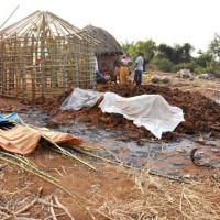 Les restes des maisons brûlées sur la colline Gaturanda ©Iwacu
