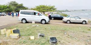 Tout véhicule attrapé en train d'être lavé sur les plages riveraines du lac Tanganyika paie une amende de 100.000 Fbu ©Iwacu